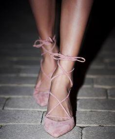Entre teinte douce et lacets chics, ces escarpins Free People ont tout bon !
