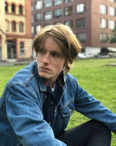 Louis photographied by Leon Blaschke ! Beatiful People, Beautiful Boys, Pretty Boys, Netflix Series, Series Movies, Louis Hofmann, Ideal Man, Entertainment, Kpop