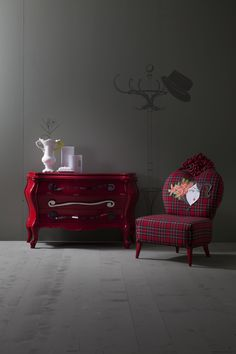 The long, curled, steel handles of the Berto chest of #drawers play an important role in the aesthetics of this piece of furniture. Not only to they stand out well against the shiny red finish of the furniture itself,  but they are a cheeky contradiction to the more classic form of the body. Berto is among Creazioni's best-selling products for good reason. #bedroomdesign #bedroomdecoration