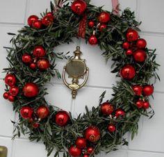 Cómo hacer una corona de Navidad para la puerta