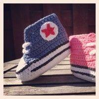 Mönster till virkade babyconverse - heltvanligdag.blogg.se Crochet For Kids, Diy Crochet, Crochet Baby, Crochet Converse, Knitting Patterns, Crochet Patterns, Baby Barn, Bra Hacks, Baby Converse
