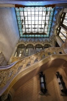 The Palau Baró de Quadras in #Barcelona is a small Modernista palace, built between 1904 and 1906 by architect Puig i Cadafalch. It has been designated a National Historical Monument of Artistic Interest and currently houses the main offices of the Institut Ramon Llull. Historical Monuments, City Break, Homeland, Art Nouveau, Buildings, Beautiful Places, Architecture, House, Design