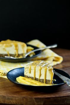 Mango caramel is swirled throughout a delicious coconut butter and cashew butter no-bake cheesecake! Sweet Desserts, Vegan Desserts, Vegan Sweets, Caramel Ingredients, Caramel Cheesecake, Mango Cheesecake, Vegan Cake, High Tea, Gluten Free Recipes