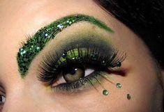 Gorgeous dramatic green glitter brows and green eye make up by SugarNspicePixie Party Eye Makeup, Day Makeup, Makeup Art, Makeup Ideas, Medusa Makeup, Medusa Costume Makeup, Evil Makeup, Skull Makeup, Makeup Geek