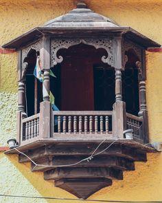 Kerala Architecture, Islamic Architecture, Beautiful Architecture, Art And Architecture, Architecture Details, Pooja Room Design, Home Room Design, House Design, Indian Home Design