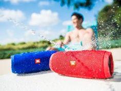 Caixa de Som Bluetooth JBL Charge 3 - 2x10W à Prova de Água com as melhores condições você encontra no Magazine Voceflavio. Confira!