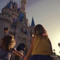 Explore new and classic experiences at our 4 theme parks, 2 water parks, Disney Springs and more. That's the power of magic—only at Walt Disney World Resort! Disney World Tips And Tricks, Disney Tips, Disney Love, Disney Art, Disney Resorts, Disney Vacations, Keller Williams, Walt Disney World Orlando, Disney Fun Facts