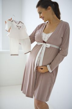 Queen Bee Maternity & Nursing Robe