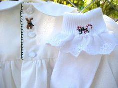 Vestido Smocked bebé blanco / tamaño 1 / bordado por rabbitwhiskers