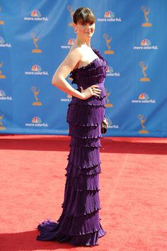 Emily Deschanel Photos Photos - Actress Emily Deschanel arrives at the 62nd Annual Primetime Emmy Awards held at the Nokia Theatre L.A. Live on August 29, 2010 in Los Angeles, California. - 62nd Annual Primetime Emmy Awards - Arrivals