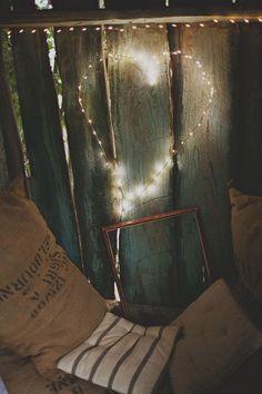 Backdrop for photobooth wedding like the sacks