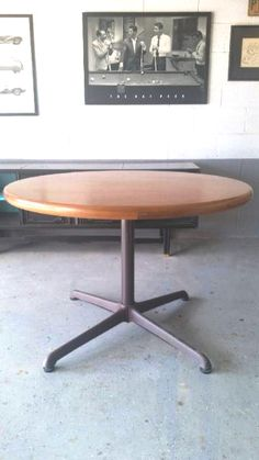 Steelcase conference table echoes designs of Charles Nelson for Herman Miller.