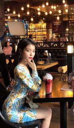 Iu Fashion, Sexy Asian Girls, Korean Beauty, Korean Singer, Korean Actors, Kpop Girls, Korean Girl, Cool Girl, Actresses