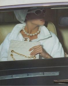 """"""" Chanel S/S 1991 Model: Christy Turlington """" Classy Aesthetic, Bad Girl Aesthetic, White Aesthetic, Aesthetic Vintage, Aesthetic Photo, Aesthetic Pictures, Aesthetic Fashion, Tumblr Outfits, Mode Outfits"""