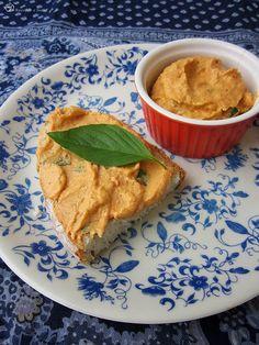 Kesu - paradajkova natierka / Cashew - tomato bread spread Tomato Bread, Hummus, Ethnic Recipes, Indie, Food, Essen, Yemek, India, Meals