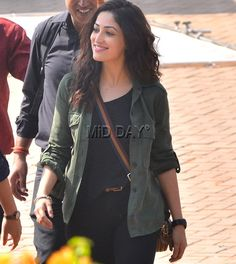 Yami Gautam spotted on the streets of Bandra, Mumbai shooting for Ram Gopal Varma s upcoming film Sarkar 3 . Take a look. Bollywood Female Actors, Bollywood Celebrities, Bollywood Actress, Bollywood Photos, Bollywood Stars, Bollywood Fashion, Yami Gautam Images, Cute Casual Outfits, Girl Outfits