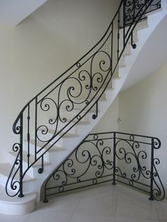 Staircase Railing Design, Wrought Iron Staircase, Wrought Iron Stair Railing, Interior Staircase, Staircase Remodel, Stair Handrail, Railing Ideas, Eisen Pergola, Building Stairs