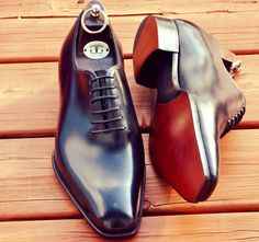 Gaziano & Girling Wigmore epitomizes the excellence of British excellence in craftmanship.Made on their famous TG73 Last this masterpiece high standards is both a classic oxfords and a stand out icon.