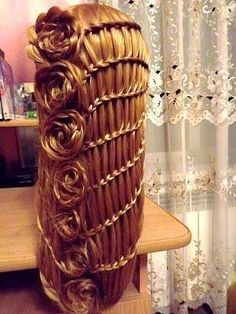 I need to have really long hair for able to try this style :/ This is really cool