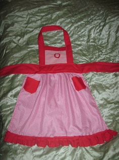 """Little Girl Apron """"Green Mommy Creations"""" $40"""