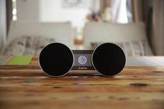 Altavoz Portátil Inalámbrico Hi-Fi de Diseño con NFC modelo 10521 -  Características: Estupenda calidad de sonido perfecta con super bajo, además de diseño estéreo doble vía de alta fidelidad Transferencia de audio Bluetooth es soportable con una fuerte compatibilidad y distancia de transmisión el momento. Función Manos libres con lamprophonia, sin eco. &n... - http://buscacomercio.es/producto/altavoz-portatil-inalambrico-hi-fi-con-mi/