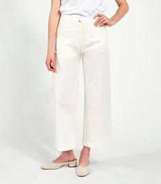 """The Simone Jeans are the latest addition to our """"perfect butt"""" high waisted jean family! Slow Fashion, High Waist Jeans, Snug Fit, Stretch Fabric, Spring Fashion, Winter Outfits, Khaki Pants, Capri Pants, Tights"""