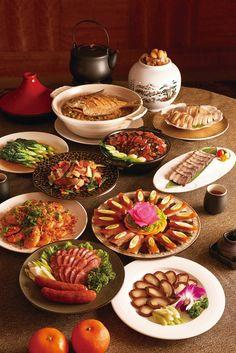 新東陽圍爐團圓澎湃年菜 Chinese New Year Dishes, Chinese Food, Menu Design, Food Design, New Years Dinner, Food Flatlay, Authentic Chinese Recipes, New Year's Food, Taiwanese Cuisine