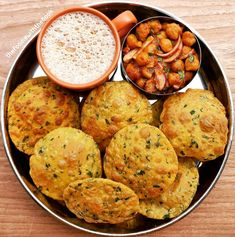 Image may contain: food Vegetarian Lunch, Vegetarian Recipes, Fun Easy Recipes, Easy Meals, Easy Cooking, Cooking Recipes, Bengali Food, Indian Street Food, Desi Food