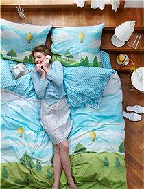 """High-Resolution Presse Bilder Bettwäsche """"Royal Pip Land"""" Mit der neuen Bettwäsche """"Royal Pip Land"""" ist guter Schlaf so gut wie gesichert. Wir bieten Ihnen die mit Heißluftballons und Landschaft bedruckte Wendebettwäsche in zwei Größen an. Es ist im Lieferumfang nur ein Kopfkisssen enthalten."""