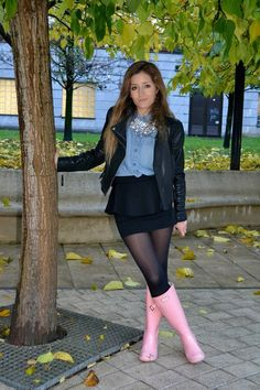 College Girls wearing Wellingtons 8 - Irene GuerraIrene wore her Wellingtons when she went to College and attracted a lot of attention. Pantyhose Outfits, Black Pantyhose, Black Tights, Nylons, Opaque Tights, Ladies Wellies, Hunter Boots Outfit, Wellies Rain Boots, Rainy Day Fashion