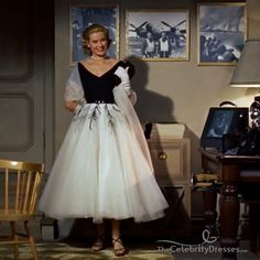 Grace Kelly Classic Embroidery Dress In Movie Rear Window Klassisch Jahre Grace Kelly Mode, Grace Kelly Wedding, Grace Kelly Style, Grace Kelly Fashion, Vintage Prom, Vintage 1950s Dresses, Vintage Mode, Retro Vintage, Vintage Outfits