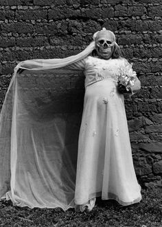 Graciela Iturbide, Novia, Muerte, 1984, 40 x 50 cm. Cortesía: Cecilia Brunson Projects Chile