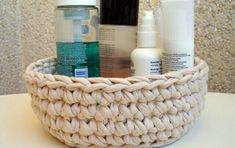 Crochet Space: Hamper trapillo t-shirt yarn Crochet Cross, Crochet Home, Crochet Yarn, Yarn Projects, Crochet Projects, Fabric Basket Tutorial, Crochet Storage, Quick Crochet, T Shirt Yarn