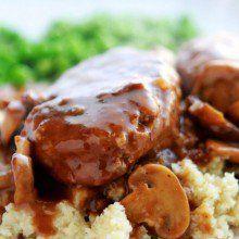 Turkey Salisbury Steak {healthy!} at laurenslatest.com