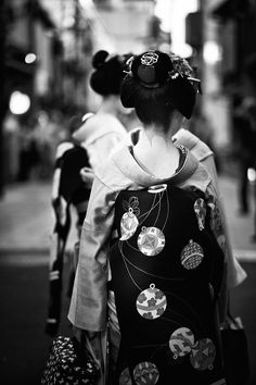 Nape of Maiko: photo by NAEYES