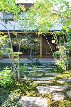 Japanese Garden Backyard, Small Japanese Garden, Landscape Design, Garden Design, Modern Japanese Architecture, Japan Interior, Zen House, Garden Stepping Stones, Home Building Design