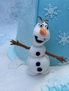 Sugarpaste Olaf model, frozen cake