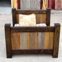 Rustic Barnwood Dog/Toddler Bed I want one of these for my toddler boy's room. I actually realllllly love this look Big Boy Bedrooms, Kids Bedroom, Toddler Rooms, Toddler Bed, Kids Rooms, Diy Projects To Try, Wood Projects, Barn Wood, Wood Dog