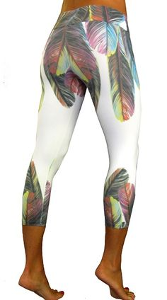 Tiempo Libre Feathers Capri Women Exercise Clothing