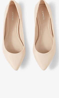 HP Express Textured Pointed Toe Flats Extremely cute pointed toe flats by Express in a light blush color! Only wore once, GREAT condition. Nude Flats, Pointed Toe Flats, Pointed Flats Outfit, Beige Flats, Prom Shoes, Wedding Shoes, Cute Shoes, Me Too Shoes, Shoe Boots