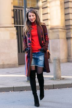 jeansrock strumpfhose over the knee boots overknees outfit winter chloe faye handschuhe rot pullover etro coat