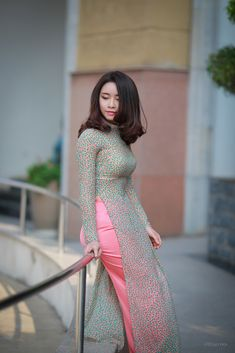 Beautiful young lady in a Vietnamese long dress Designer Party Wear Dresses, Kurti Designs Party Wear, Indian Designer Outfits, Designer Punjabi Suits, Stylish Dress Designs, Stylish Dresses, Nice Dresses, Long Dress Fashion, Fashion Dresses