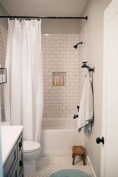 Gorgeous 45 Small Bathrooms with Bathtub Ideas http://godiygo.com/2017/12/04/45-small-bathrooms-with-bathtub-ideas/