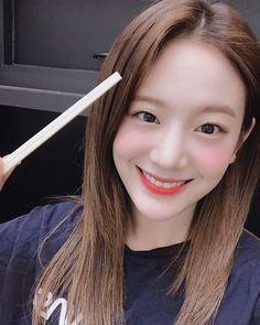 "FROMIS_9 ( 프로미스나인) 🇰🇷 on Instagram: ""[💌fromis_9] 귤식당🍊🍽 한 번도 안 본 사람은 있어도 한 번만 본 사람은 없다는 귤먹방👍"" South Korean Girls, Korean Girl Groups, Korean Singer, Ulzzang, Idol, My Photos, Actresses, Actors"