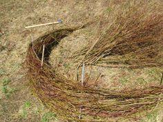 Ograde iz vejevja http://www.zelemenjava.si/ograjca-iz-vej