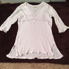 ❤️PRICE DROP!! White Decorative Blouse Beautiful white blouse from Brazil. Super comfortable. Detailing is really pretty! Love this top(: Tops Blouses