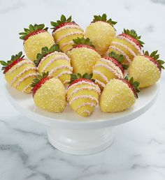 Just as sweet as the summertime drink, our Pink Lemonade Dipped Strawberries™ are dipped and drizzled in lemony and pink chocolate, then sprinkled with glistening sugar crystals for a bite-sized treat that looks as good as it tastes. Summer Flowers To Plant, Candy Kabobs, Summertime Drinks, Pink Chocolate, Sugar Crystals, Strawberry Dip, Pink Lemonade, Just Desserts, Dips