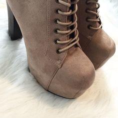 HPTan Lita Style Platforms Brand new, Size 7 1/2. NO TRADES ▪️PRICE IS FIRM▪️ Shoes Platforms
