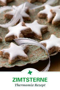 Nur 5 Zutaten braucht Ihr für diese köstlichen Zimtsterne! Das Weihnachtsgebäck darf auf keinem bunten Teller fehlen. Einfach selber machen mit diesem Thermomix ® Rezept.