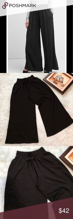 💕Cute palazzo sweats💕NWT 2daysale 💋 Gap pleated wide-leg sweats very comfy  Mid-rise Pockets  Very soft fleece w/tie elastic waistband  Pleated around the waist  Cute with body suit or fitted top I just love these 😊💋No trades must submit reasonable offer thx GAP Pants Wide Leg